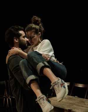 Είδα την παράσταση «Οι κάτω απ' τ' αστέρια» σε σκηνοθεσία Λ. Μπακλέση και Κων/νου Μπιμπή