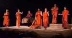 Η παράσταση «Τα Αγάλματα Περιμένουν» έρχεται στο Ωδείο Ηρώδου του Αττικού