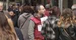 Οι αόρατοι με τα κόκκινα γιλέκα, ή Πουλώντας για μία ώρα τη «Σχεδία»
