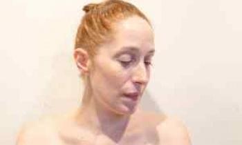 Η Κόρα Καρβούνη ονειρεύεται μόνο τον ρόλο της μητέρας (Συνέντευξη)